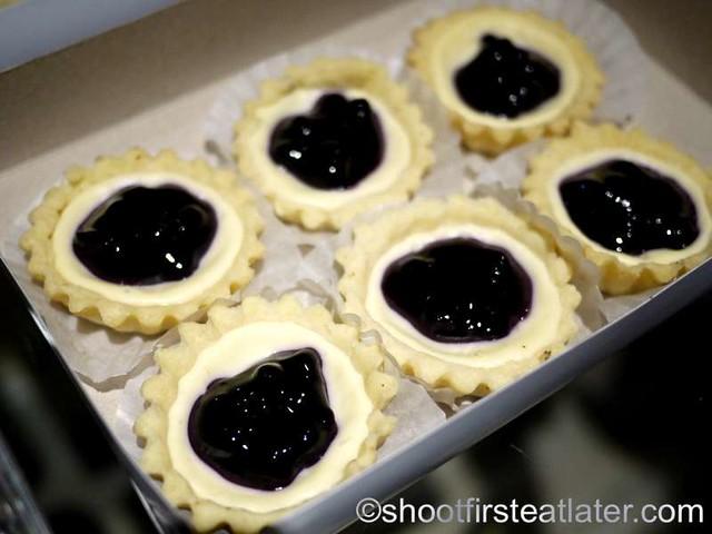 blueberry cheesecake tarts