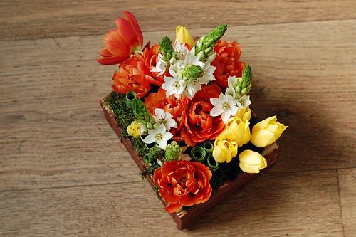 Композиция с тюльпанами