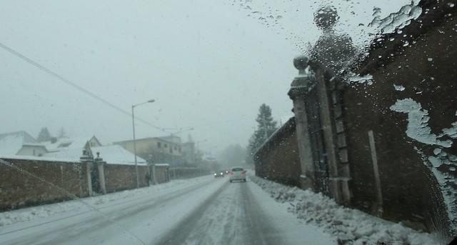 Snowing on the Baselstrasse approaching Feldbrunnen