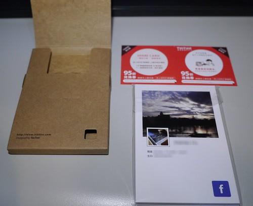 左 : 紙盒包裝 ; 右上 : 95折兌換券 ; 右下 : 快拍卡 ( Snapcard)