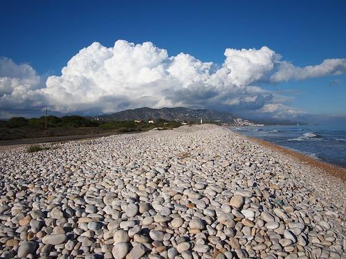 Nube sobre piedras