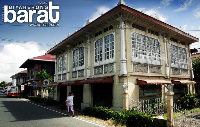 old heritage houses in Pila Laguna