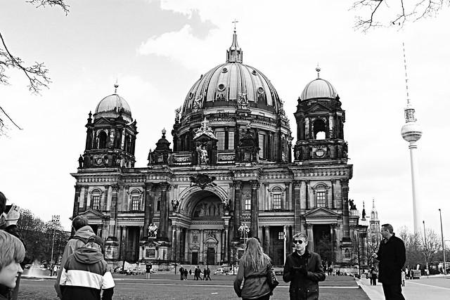 BERLIN 12 379