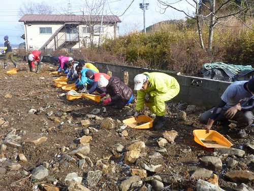 南三陸町戸倉でお手伝い(ボランティアチーム援人) Volunteer work at Minamisanrikucho (Miyagi pref.), Affrected by the Tsunami of Japan Earthquake
