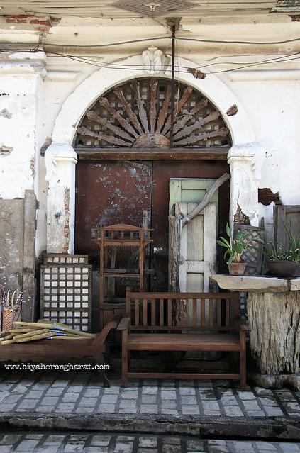Anqitue furniture in Calle Crisologo