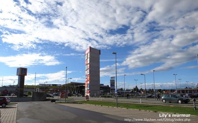 Gralla這個購物區超大,放眼望去什麼都大,東西也很豐富唷,特別好逛!