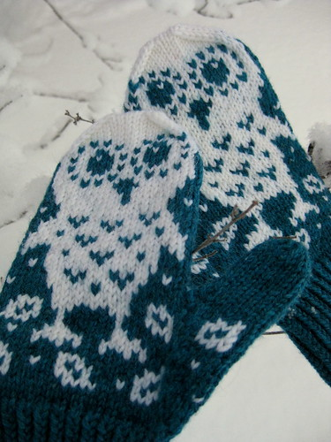 Snow owl mittens2
