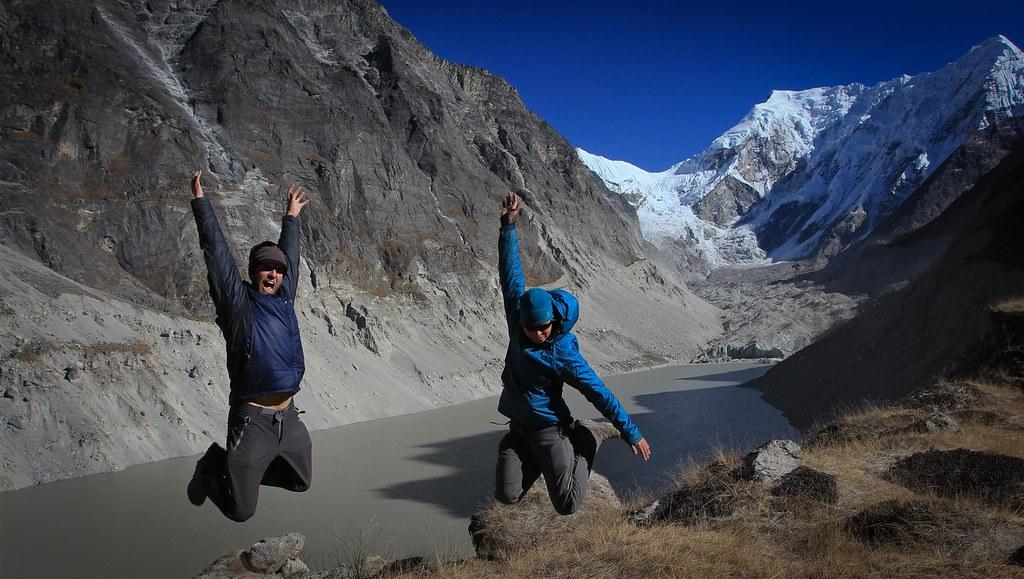 10, 9, 8, 7, 6, 5, 4, 3, 2, 1. Tuuuut. Click. Tsho Rolpa (4580m) with Trakarding Glacier and Drolambu Icefall loaming behind .