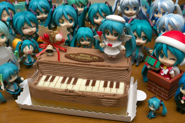 Miku family welcomes the new Petite Miku
