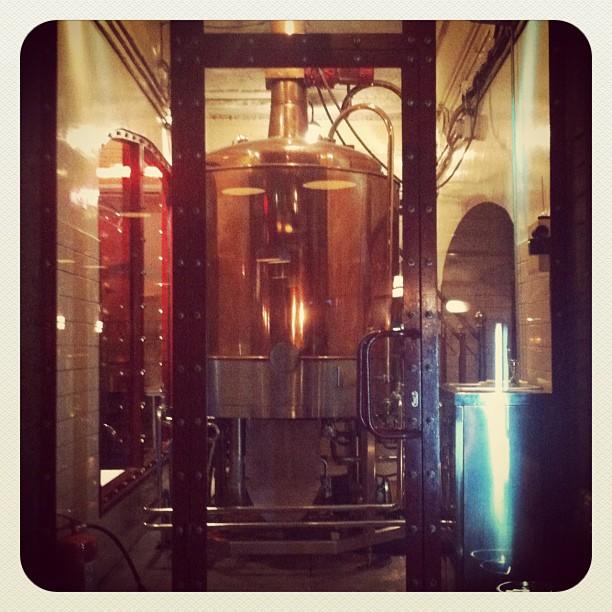 Nå snakker vi lokalt øl. Baren har eget bryggeri.