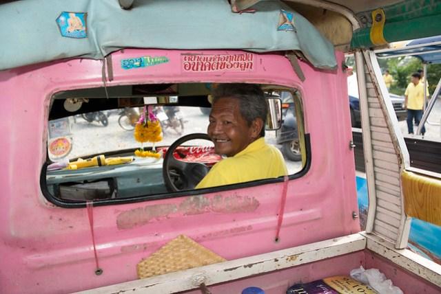 搭 Tuk-tuk 遊大城相對比較輕鬆,但成本相對較高,而且時間稍微受限