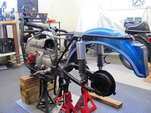 Supporting the bike before rear end and swing arm removal