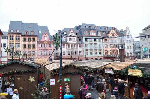 Plaza del Mercado de Mainz, entre casas Renacentistas y la Catedral de San Martín Mercado navideño de Mainz, uno de los más bonitos de Alemania - 8295329348 4108e0b481 - Mercado navideño de Mainz, uno de los más bonitos de Alemania