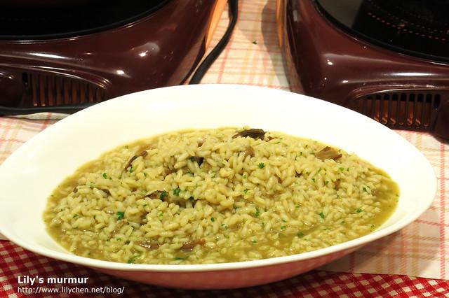 這就是牛肝菌番紅花燉飯,好好吃呀!我的燉飯根本不能比呀!