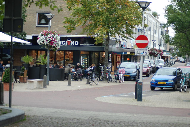 Cycling friendly, contra-flow streets in Wassenaar, the Netherlands