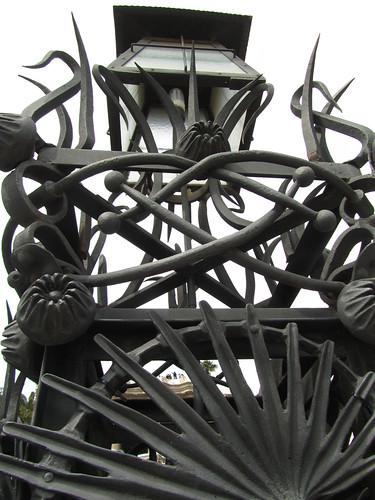 Parc Güell. Verja (detalle) by debolsillo