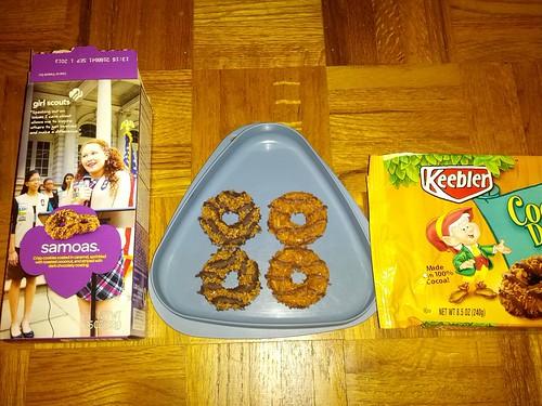 Cookie Battle: Girl Scout Samoas vs Keebler Coconut Dreams (3/5)