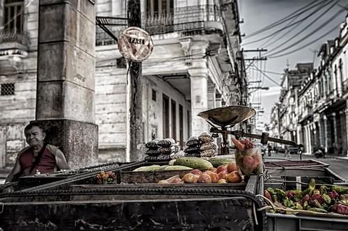 Esperando un poco (Havana, Cuba) by Rey Cuba