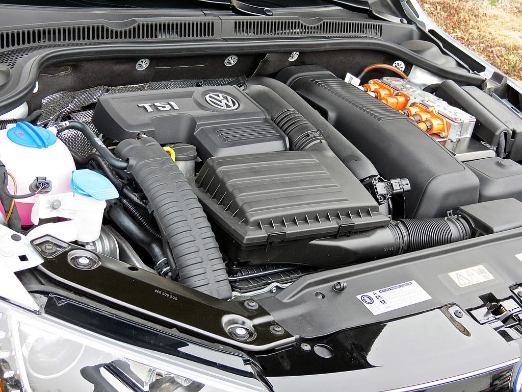 VW Jetta Hybrid 1.4 TSI Engine