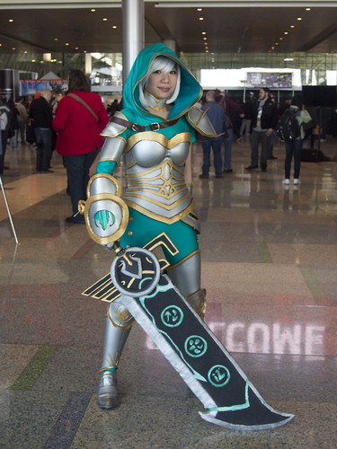 Riven from League of Legends Cosplayer