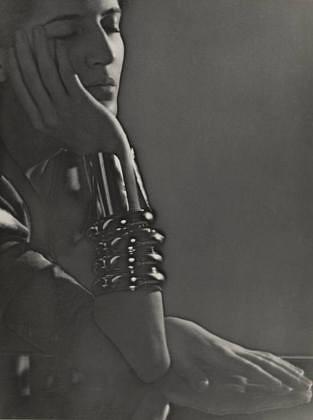 jacqueline-1930-man-ray-1340148964_b