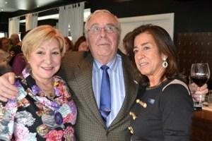 Gaitero con Isabel Robles y Amalia Gallardo