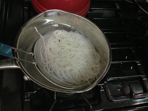 Boiling pho noodles