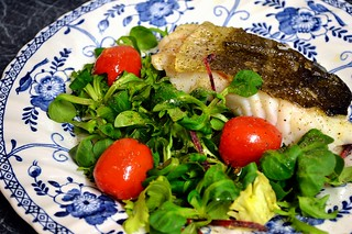 Pan-fried skrei cod with lamb's lettuce and tomatoes