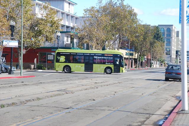 AC Transit 5105 BS JLS 10-25-12 1