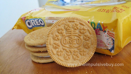 REVIEW: Nabisco Birthday Cake Golden Oreo - The Impulsive Buy