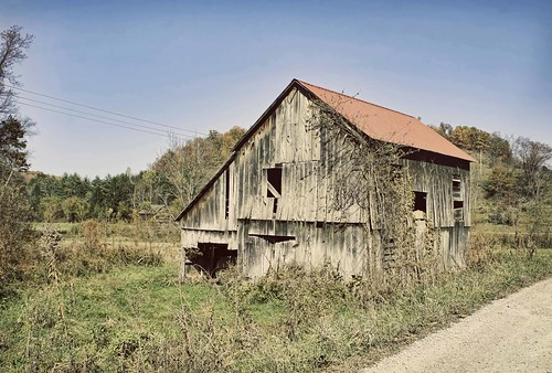 Roadside Barn in rural Ohio or West Virginia. Copyright Jen Baker/Liberty Images; all rights reserved.