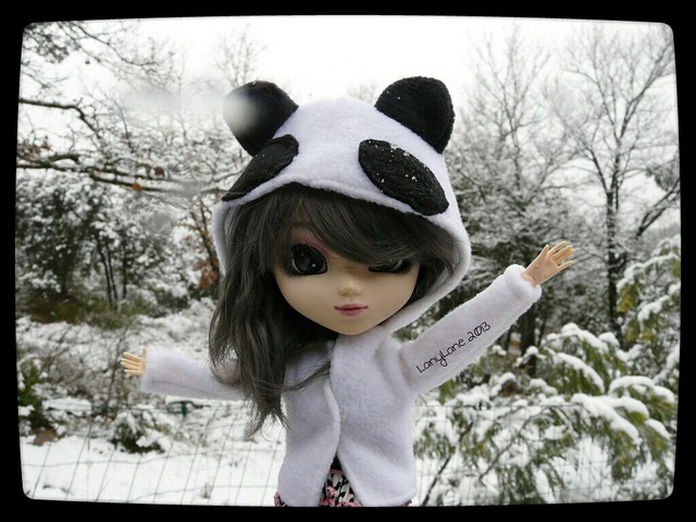 Tizielle cute in ze snow
