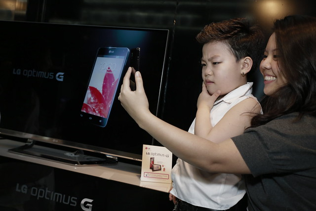 One lucky member from the audience having her picture taken with little Psy using the LG Optimus G
