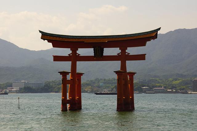 Itsukushima-jinja torii