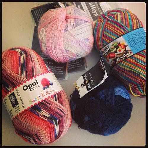 good morning!!!! #buongiorno #yarn #sock #knit #hiyahiya #opal #zauberball #lavoroamaglia