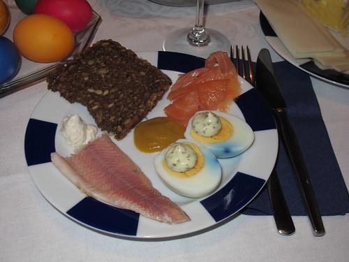 Abendbrot mit Lachs, Forelle und Ostereiern
