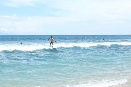 ari surfing