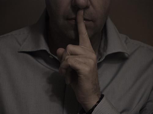 Ni oir ni ver, sólo callar