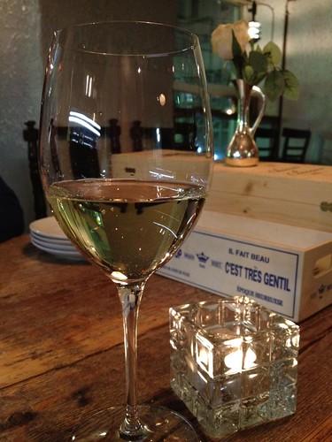 とりあえずグラスの白で。@恵比寿のパンダ