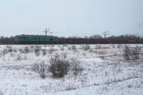 Ukrainian Railways class ВЛ8 electric hauls a coal train outside Красноармі́йськ (Krasnoarmiisk)
