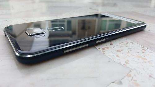 ASUS Zenfone 3 ZE520KL ด้านขวา