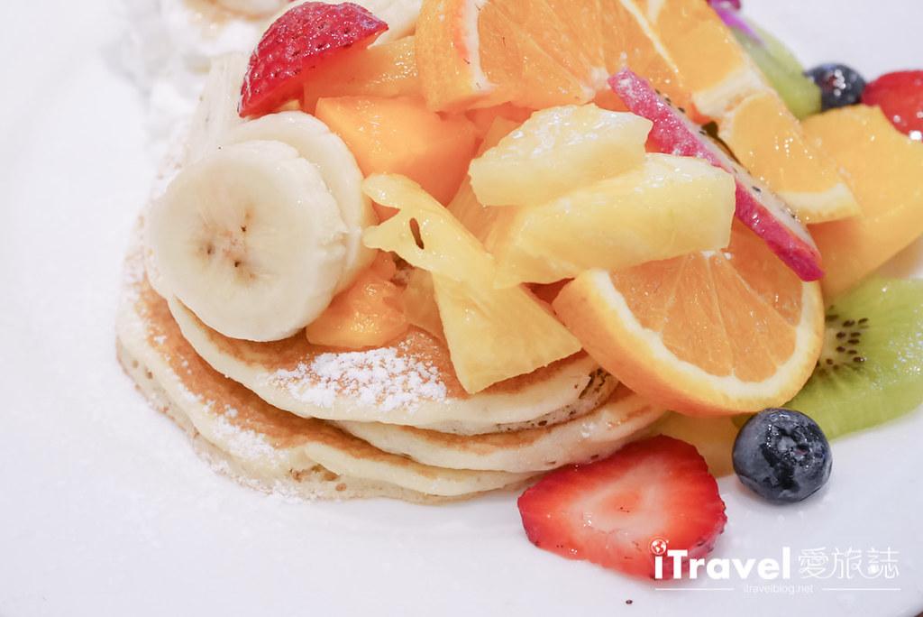 《东京下午茶推介》Hawaiian Pancake Factory:摇摇裙摆阿啰哈来份热夯综合水果松饼搭配夏威夷菠萝柑橘汽水