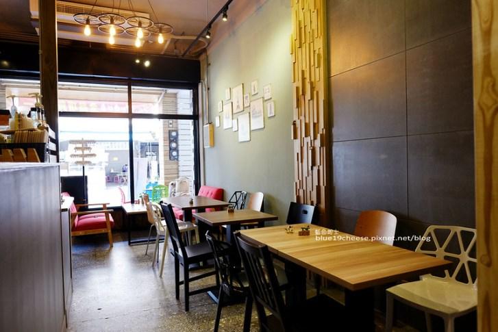 27960542663 7bf4abd8af c - 旅圖好咖You Tu Cafe-盤餐巧巴達午時特餐沙拉點心.還有漂亮的微舒打系列飲品.世紀小吃對面