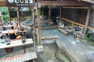 CIMG1180 Comiendo huevos cocidos en el Infierno Kamado Jigoku (Beppu) 13-07-2010 copia