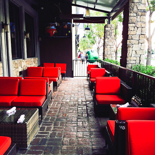 Patio dining - Lillie's Q