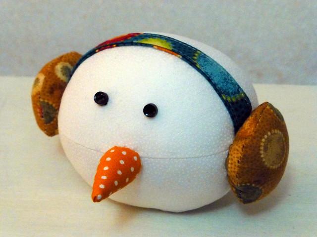 Snowball pin cushion