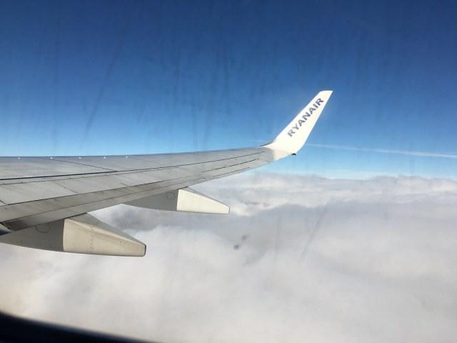 vliegtuig ryanair spanje city trip vakantie