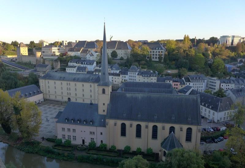 Luxembourg - 13 - Quartier du Grund depuis les casemates du Bock