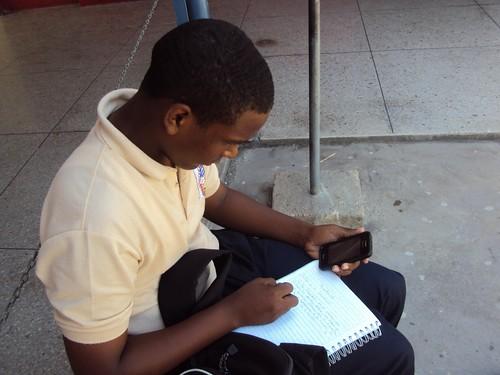 CANTV WIFI para todos Instalación del Wifi para todos permite que alumnos realicen investigaciones dentro del liceo