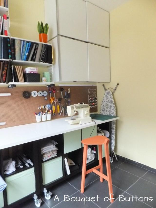 Sewing Studio space room Lieke,gaatjesplaat, gaatjesboard, gaatjesbord, pegboard, naaikamer, naaien, A Bouquet of Buttons
